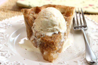 Pear Crumb Pie - juicy pears topped with a sweet crumb mixture wrapped in a flaky crust - fall fruit at it's best! www.savingdessert.com