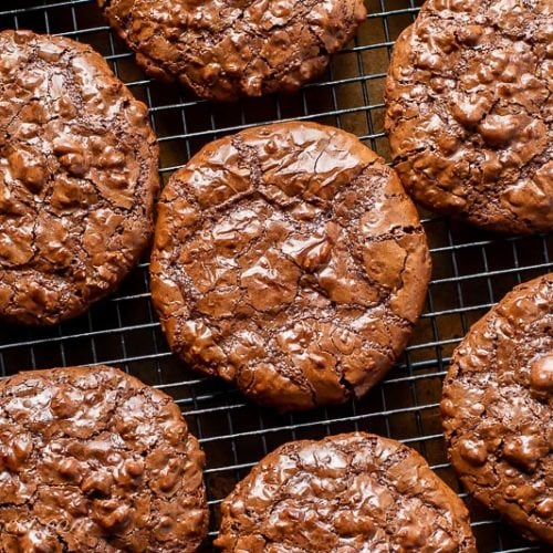 Overhead view of a cooling rack filled with chocolate cookies
