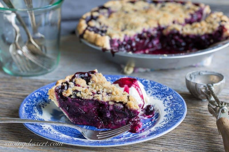 Blueberry Crumble Pie -Sweet blueberries topped with a crispy crumble ...