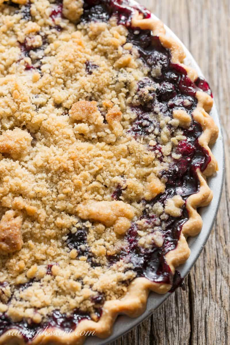 Blueberry Crumble Pie – made with fresh, sweet blueberries topped with a crispy crumble all baked up in a wonderful summer pie. A must make for your ripe blueberries! #blueberrypie #crumblepie #blueberries #blueberry #pie
