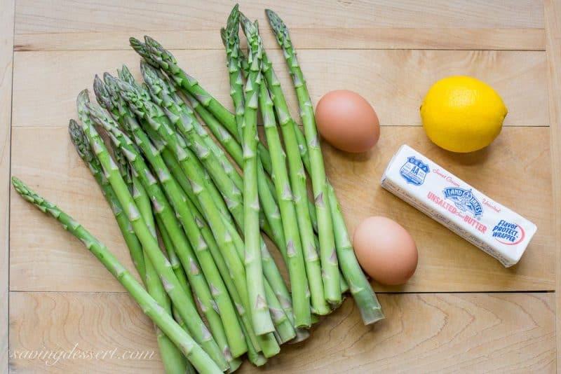Fresh Spring Asparagus with Hollandaise Sauce