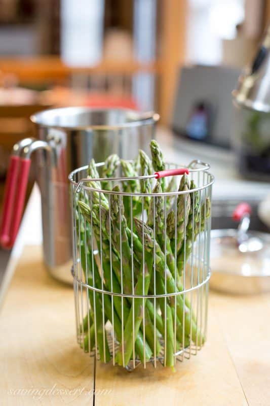 Fresh Spring Asparagus with Hollandaise Sauce