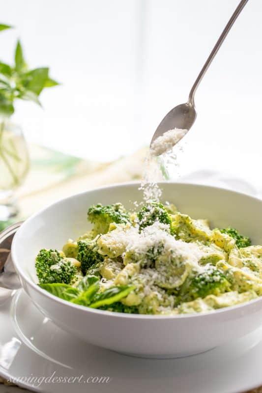 Basil Pesto Cream Tortellini with Steamed Broccoli - super simple and full of terrific flavor - a memorable dish ready in minutes! | www.savingdessert.com