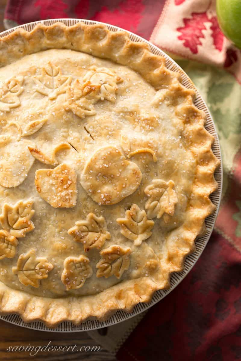 Classic Double Crust Apple Pie - www.savingdessert.com