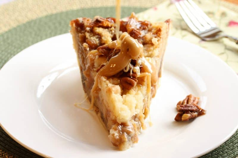 Sticky Toffee Pudding Apple Pie ~ Do you like caramel? Candied pecans? Cinnamon and apples? yup you'll love this rich, sweet pie! www.savingdessert.com
