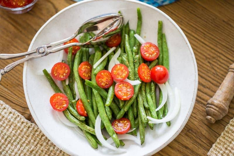 #sponsored Oven Roasted Green Beans ~ served with onions, tomatoes and @Stouffer's Macaroni and Cheese for a balanced and nutritious plate to accommodate your busy lifestyle! #BalanceYourPlate #CLVR www.savingdessert.com