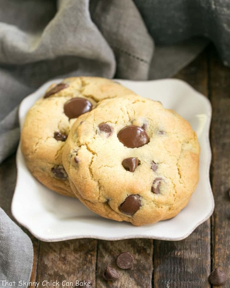 Levain Bakery Chocolate Chip Cookies from That Skinny Chick Can Bake