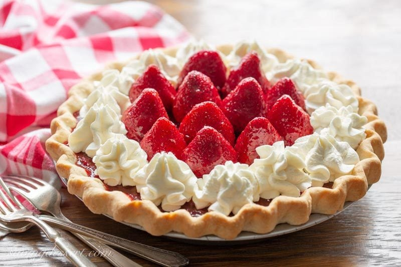 Icebox Strawberry Pie with Whipped Cream Cheese