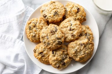 A plate of oatmeal raisin cookies